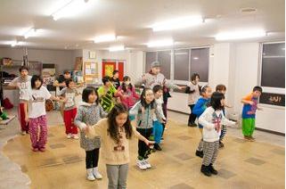 きゃ りー ぱみゅ ぱみゅ バック ダンサー